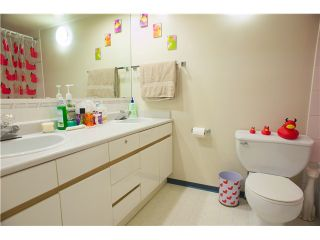 "Photo 7: 312 6707 SOUTHPOINT Drive in Burnaby: South Slope Condo for sale in ""MISSIN WOODS"" (Burnaby South)  : MLS®# V865151"