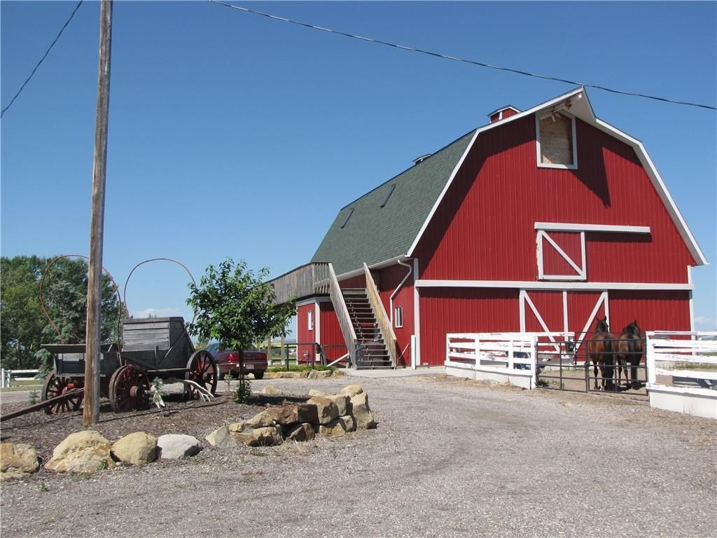 Main Photo: 113036 466 Avenue E: Rural Foothills County Detached for sale : MLS®# A1072254
