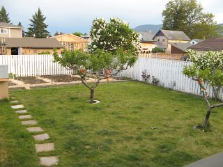 Photo 3: 316 SE Wade Avenue w in Penticton: Residential Detached for sale