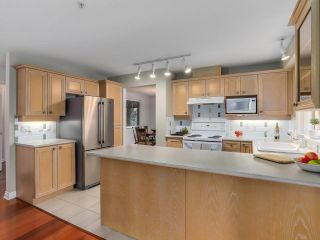 """Photo 8: 307 988 W 54TH Avenue in Vancouver: South Cambie Condo for sale in """"HAWTHORNE VILLA"""" (Vancouver West)  : MLS®# R2284275"""