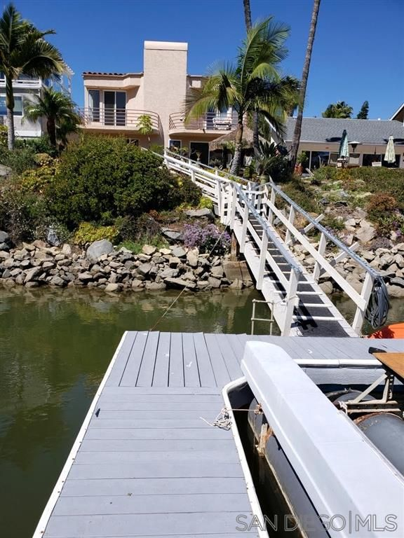 Main Photo: CARLSBAD WEST Twin-home for sale : 3 bedrooms : 4615 Park Drive in Carlsbad