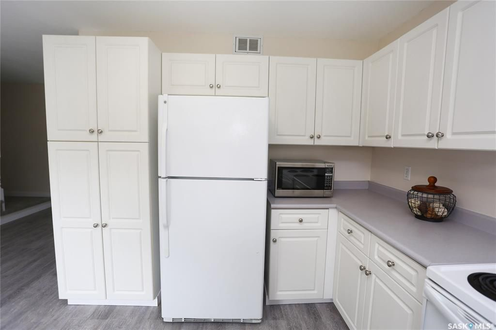 Photo 11: Photos: 131B 113th Street West in Saskatoon: Sutherland Residential for sale : MLS®# SK778904