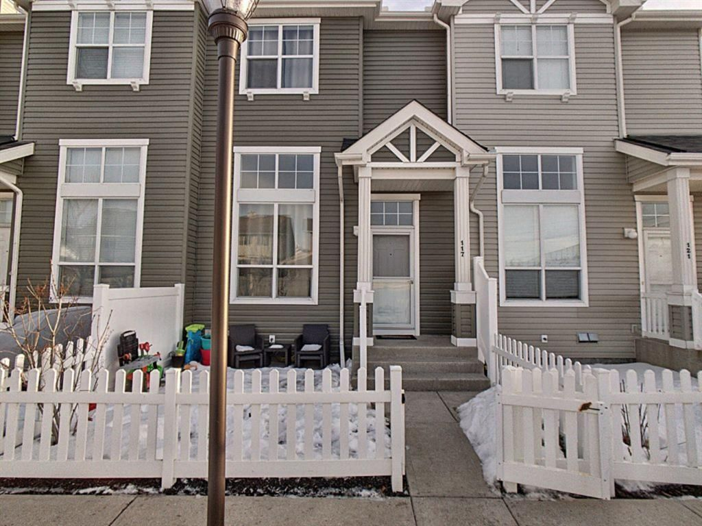 Main Photo: 117 Elgin Gardens SE in Calgary: McKenzie Towne Row/Townhouse for sale : MLS®# A1060562