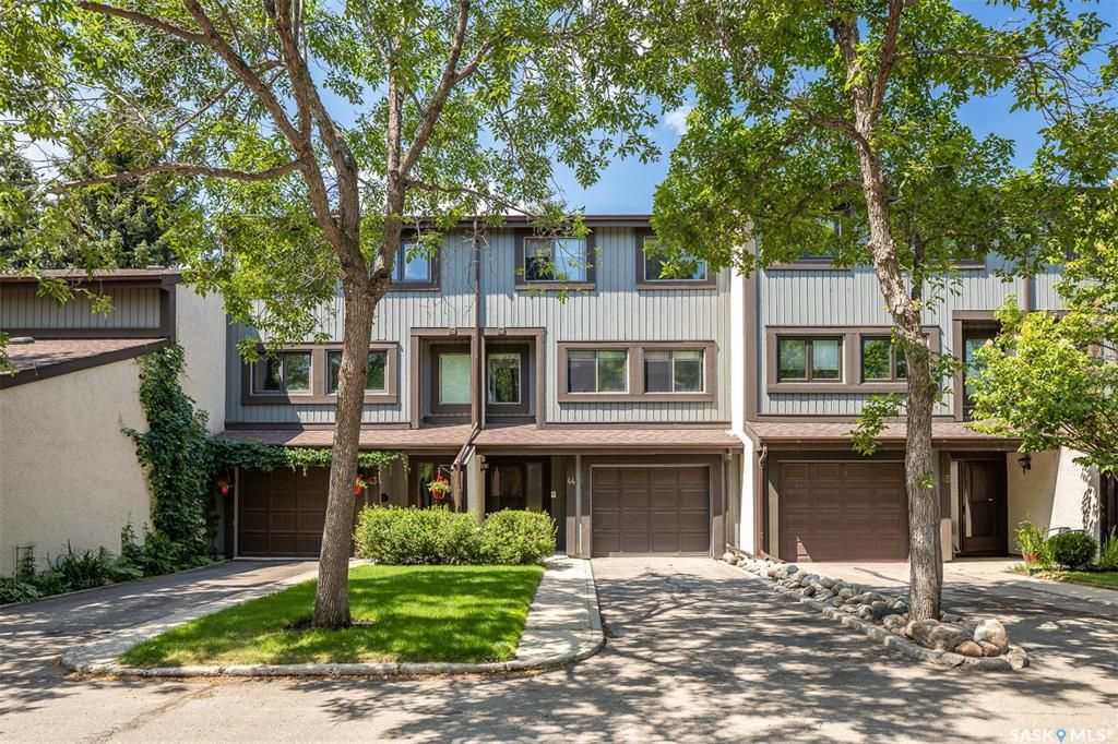 Main Photo: 44 455 Pinehouse Drive in Saskatoon: River Heights SA Residential for sale : MLS®# SK863409