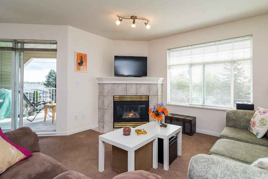 "Photo 13: Photos: 312 20894 57 Avenue in Langley: Langley City Condo for sale in ""BAYBERRY LANE"" : MLS®# R2163654"