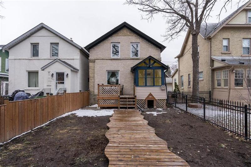 FEATURED LISTING: 262 Eugenie Street Winnipeg