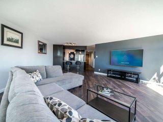 """Photo 3: 1103 98 TENTH Street in New Westminster: Downtown NW Condo for sale in """"Plaza Point"""" : MLS®# R2494856"""