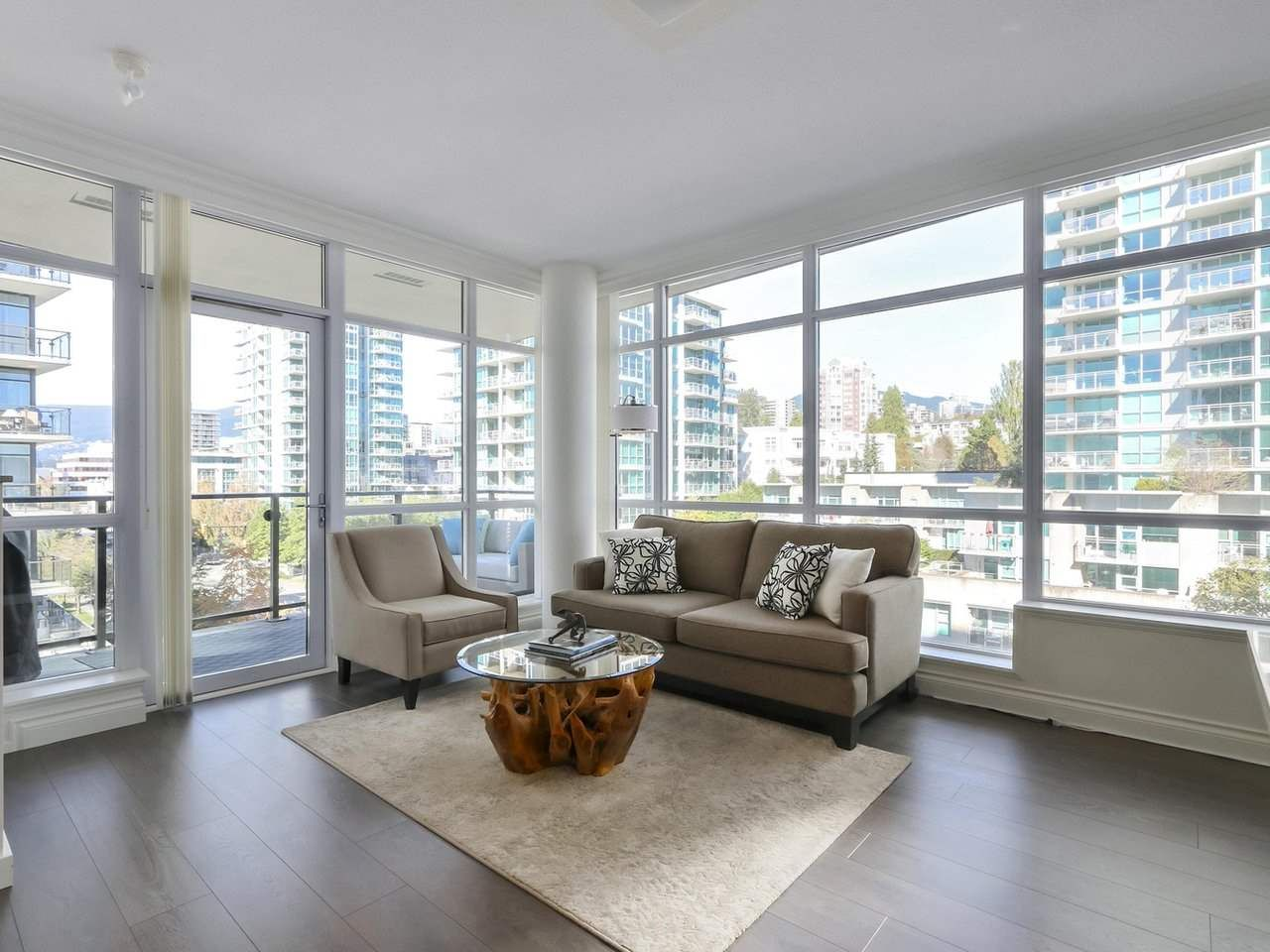 """Photo 2: Photos: 608 172 VICTORY SHIP Way in North Vancouver: Lower Lonsdale Condo for sale in """"Atrium at the Pier"""" : MLS®# R2454404"""