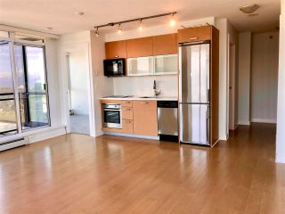"""Photo 4: 2410 10777 UNIVERSITY Drive in Surrey: Whalley Condo for sale in """"CITYPOINT"""" (North Surrey)  : MLS®# R2588021"""
