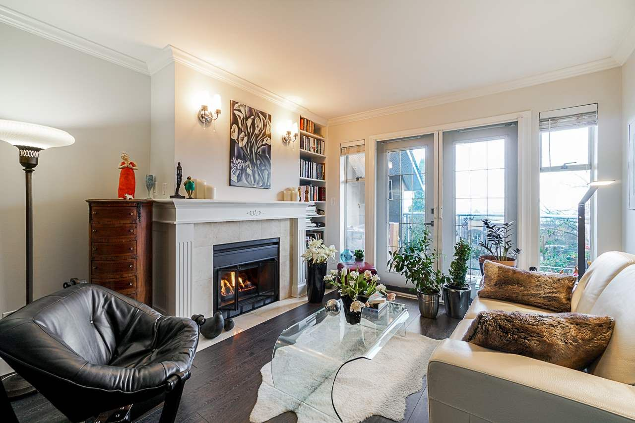 "Main Photo: 206 74 MINER Street in New Westminster: Fraserview NW Condo for sale in ""FRASERVIEW PARK"" : MLS®# R2561391"