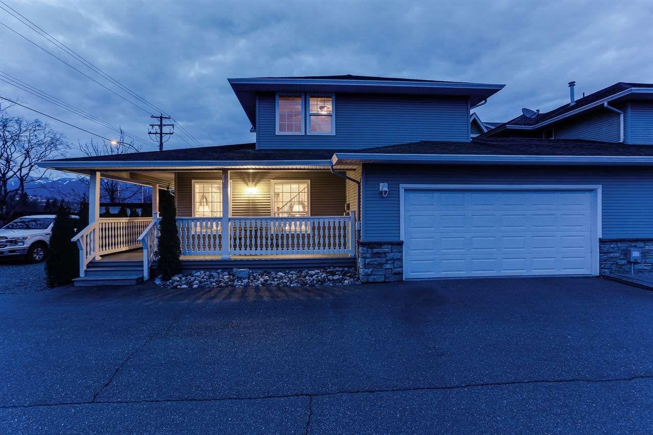 Main Photo: A 7374 EVANS Road in Chilliwack: Sardis West Vedder Rd 1/2 Duplex for sale (Sardis)  : MLS®# R2443348