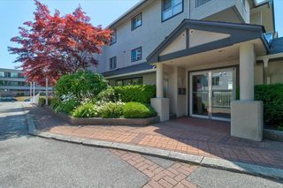 """Photo 1: 302 15272 20 Avenue in Surrey: King George Corridor Condo for sale in """"WINDSOR COURT"""" (South Surrey White Rock)  : MLS®# R2602233"""
