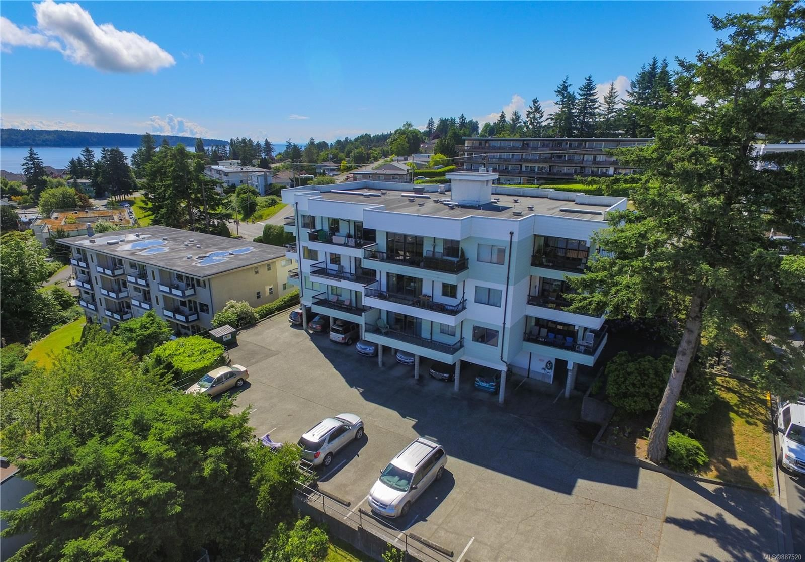 Main Photo: 302 907 Cedar St in : CR Campbell River Central Condo for sale (Campbell River)  : MLS®# 887520