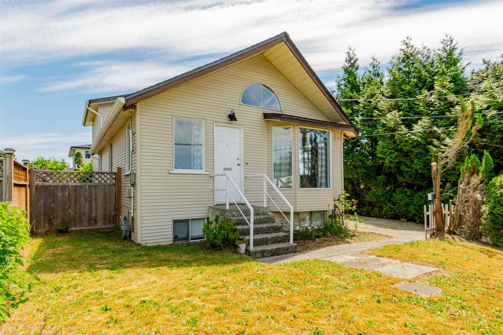 Main Photo: 7522 DUNSMUIR Street in Mission: Mission BC House for sale : MLS®# R2597062