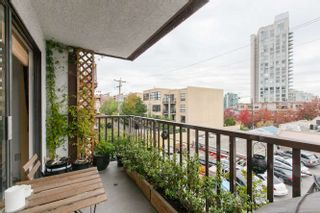 """Photo 10: 205 131 W 4TH Street in North Vancouver: Lower Lonsdale Condo for sale in """"Nottingham Place"""" : MLS®# R2003888"""