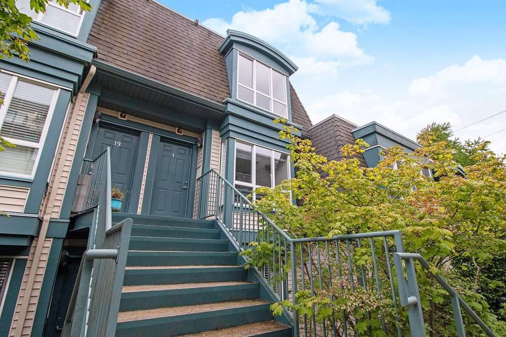 """Main Photo: 18 288 ST. DAVID'S Avenue in North Vancouver: Lower Lonsdale Townhouse for sale in """"St. Davids Landing"""" : MLS®# R2384322"""