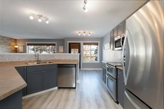 Photo 3: 147 Breukel Crescent: Fort McMurray Detached for sale : MLS®# A1085727