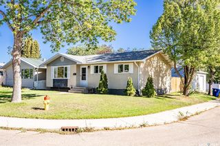 Photo 2: 210 Mowat Crescent in Saskatoon: Pacific Heights Residential for sale : MLS®# SK870029