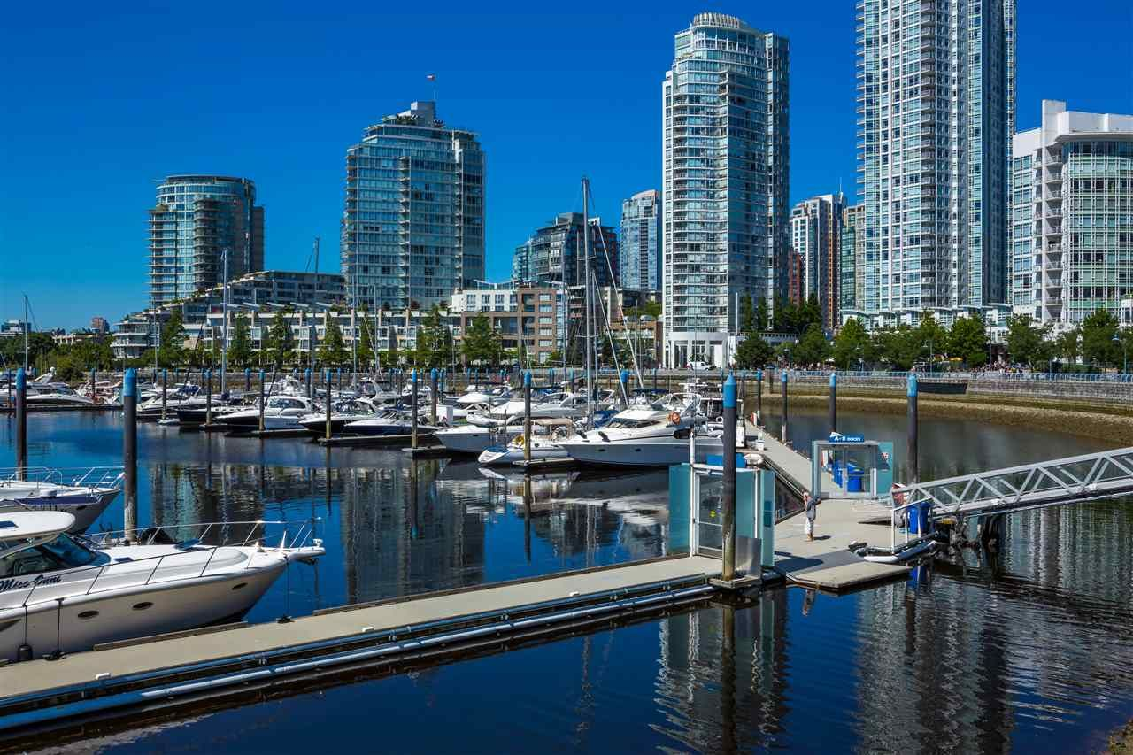 Main Photo: 1507 1067 MARINASIDE CRESCENT in : Yaletown Condo for sale (Vancouver West)  : MLS®# R2032223