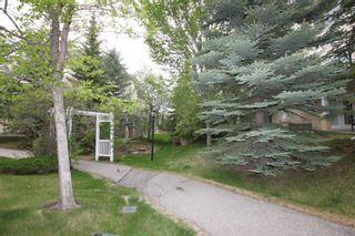 Photo 2: 11 Sierra Morena Landing SW in Calgary: Signal Hill Semi Detached for sale : MLS®# A1116826