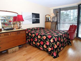 "Photo 9: 304 1450 PENNYFARTHING Drive in Vancouver: False Creek Condo for sale in ""HARBOUR COVE"" (Vancouver West)  : MLS®# V874456"
