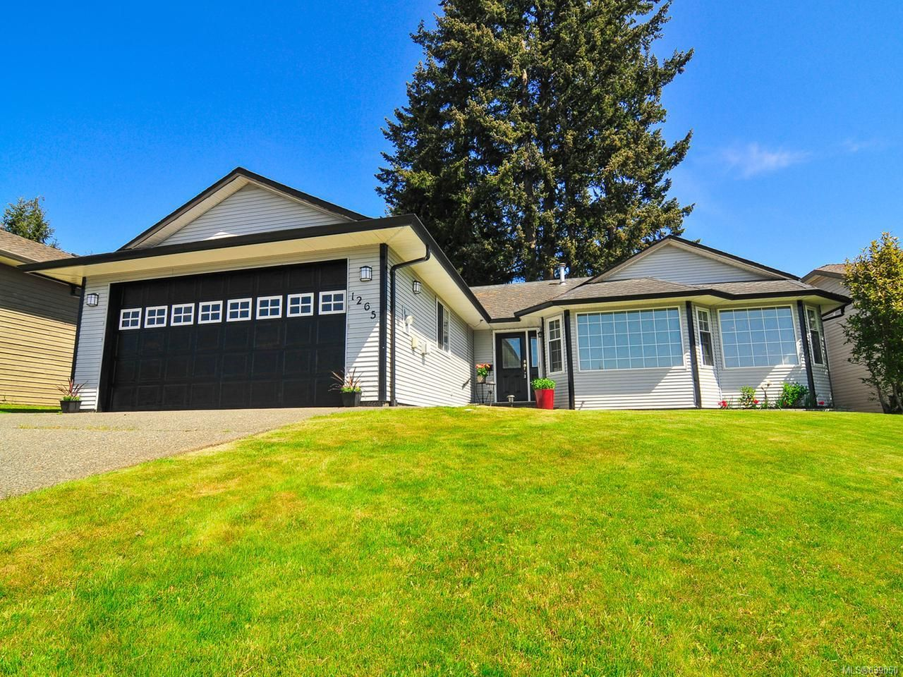 Main Photo: 1265 Mountain View Pl in CAMPBELL RIVER: CR Campbell River Central House for sale (Campbell River)  : MLS®# 839050