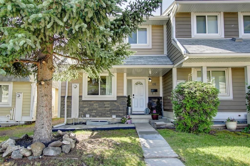 Main Photo: 136 Georgian Villas NE in Calgary: Marlborough Park Row/Townhouse for sale : MLS®# A1100929