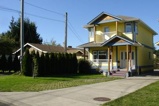 Photo 1: 484 Foster St in Victoria: Residential for sale : MLS®# 285068