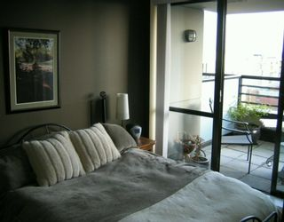 """Photo 6: 303 124 W 1ST ST in North Vancouver: Lower Lonsdale Condo for sale in """"THE 'Q'"""" : MLS®# V586942"""