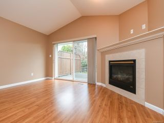 Photo 5: 106 2077 St Andrews Way in COURTENAY: CV Courtenay East Row/Townhouse for sale (Comox Valley)  : MLS®# 836791
