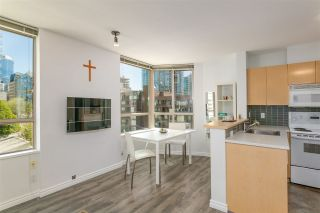 "Photo 3: 807 1003 PACIFIC Street in Vancouver: West End VW Condo for sale in ""Seastar"" (Vancouver West)  : MLS®# R2369392"
