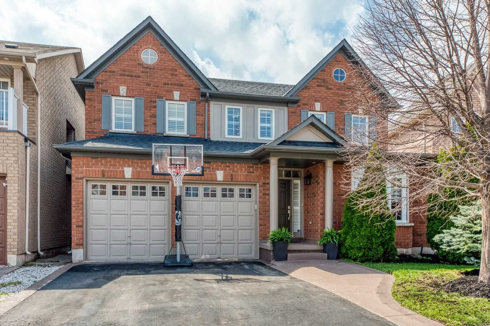 Main Photo: 2319 Briargrove Circle in Oakville: West Oak Trails House (2-Storey) for sale : MLS®# W5195528
