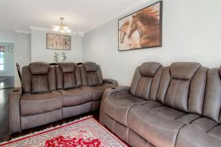 """Photo 11: 28 16388 85 Avenue in Surrey: Fleetwood Tynehead Townhouse for sale in """"Camelot"""" : MLS®# R2474467"""