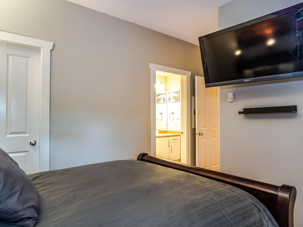 """Photo 16: Photos: 107 18 SMOKEY SMITH Place in New Westminster: GlenBrooke North Condo for sale in """"Crofton"""" : MLS®# R2493890"""