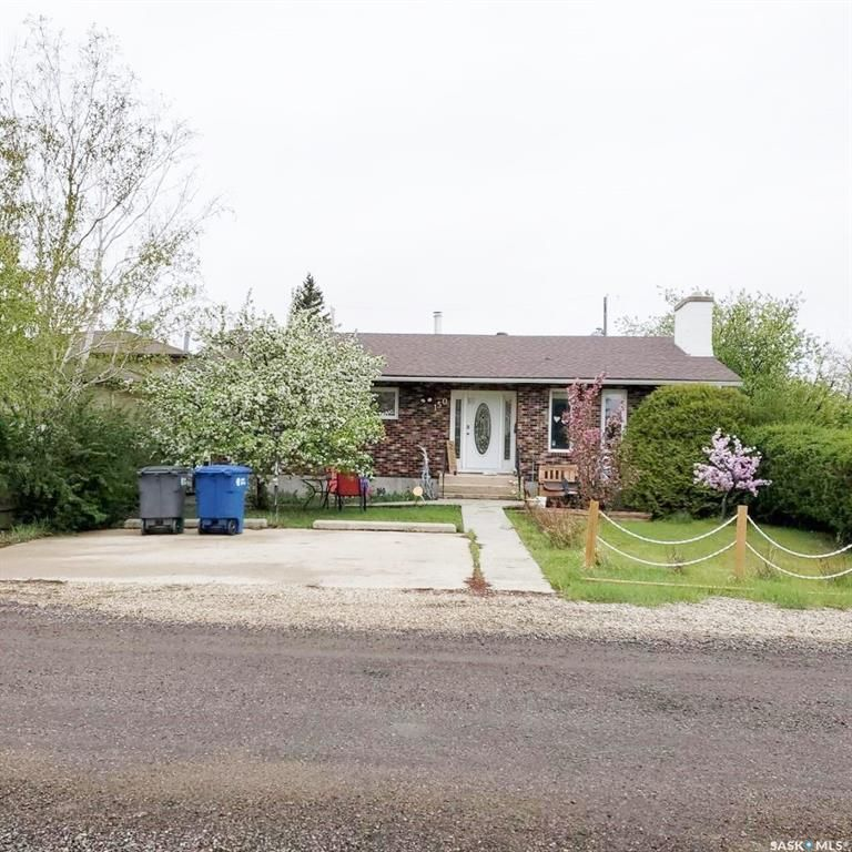 Main Photo: 150 Burton Street in Grand Coulee: Residential for sale : MLS®# SK863471