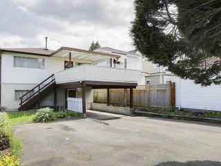 Photo 2: 4769 COMMERCIAL Street in Vancouver: Victoria VE House for sale (Vancouver East)  : MLS®# R2584043