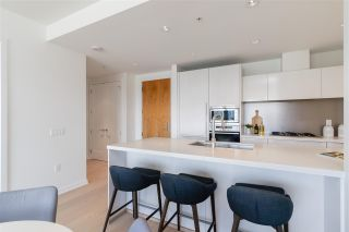 """Photo 7: 807 181 W 1ST Avenue in Vancouver: False Creek Condo for sale in """"BROOK AT THE VILLAGE"""" (Vancouver West)  : MLS®# R2591261"""