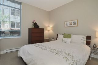 Photo 7: 205 1238 BURRARD STREET in Vancouver West: Home for sale : MLS®# R2007783