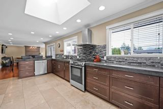Photo 5: 1648 COQUITLAM Avenue in Port Coquitlam: Glenwood PQ House for sale : MLS®# R2617170