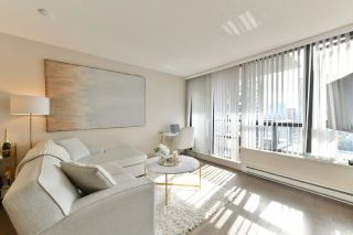 """Photo 2: 1208 928 HOMER Street in Vancouver: Yaletown Condo for sale in """"Yaletown Park 1"""" (Vancouver West)  : MLS®# R2615847"""