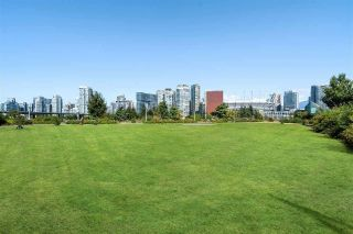 "Photo 30: 186 ATHLETES Way in Vancouver: False Creek Condo for sale in ""VILLAGE ON FALSE CREEK - BRIDGE"" (Vancouver West)  : MLS®# R2575530"