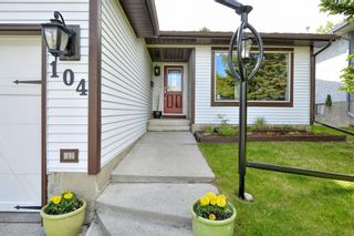 Photo 3: 104 Stratton Hill Rise SW in Calgary: Strathcona Park Detached for sale : MLS®# A1120413