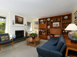 Photo 2: 2569 Kilgary Pl in : SE Cadboro Bay Row/Townhouse for sale (Saanich East)  : MLS®# 866339