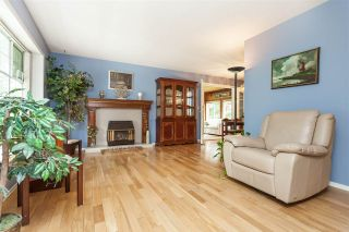 """Photo 3: 4548 SOUTHRIDGE Crescent in Langley: Murrayville House for sale in """"Murrayville"""" : MLS®# R2375830"""