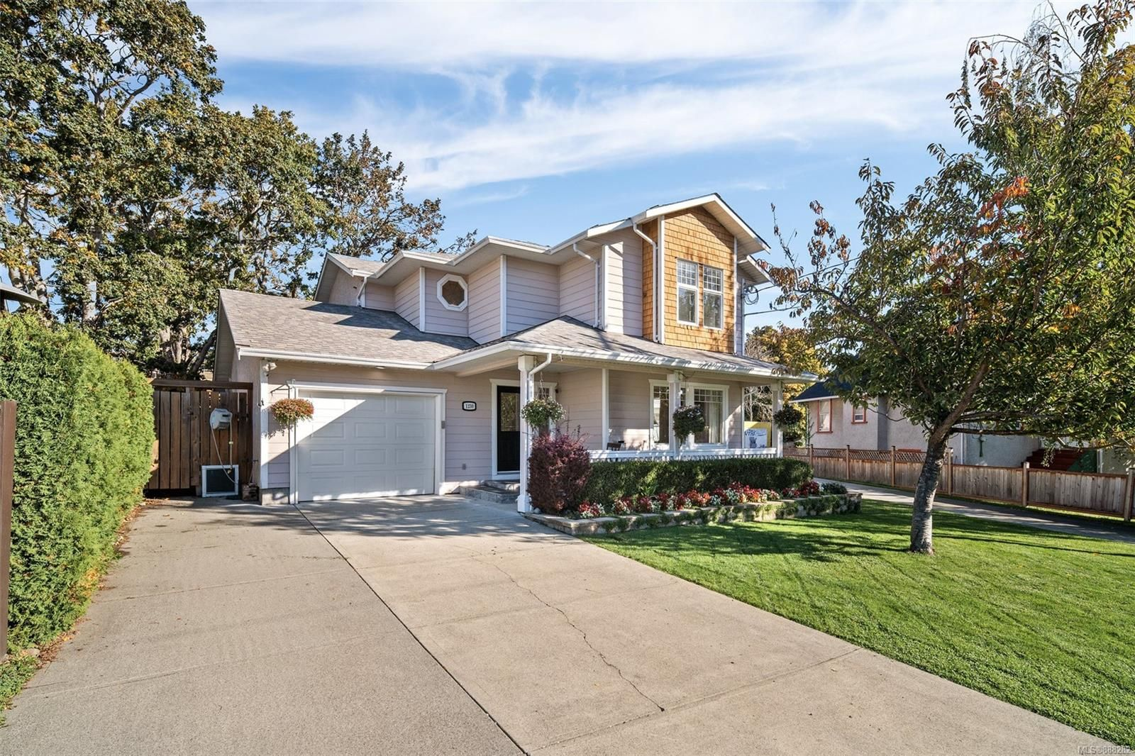 Private 3 bed 3 bath home. Manicured, irrigated gardens. gardens