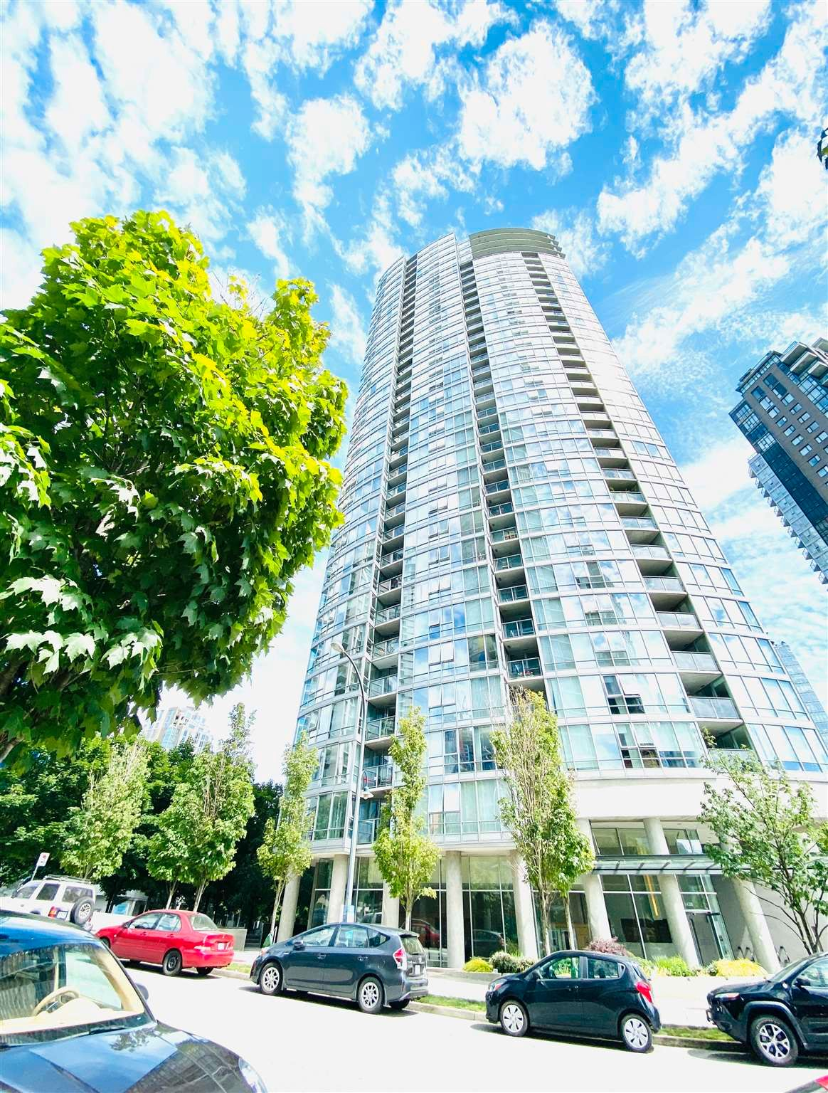 """Main Photo: 2106 1438 RICHARDS Street in Vancouver: Yaletown Condo for sale in """"AZURA"""" (Vancouver West)  : MLS®# R2596803"""