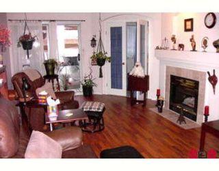 Photo 2: Fabulous top floor corner one bedroom and den!!