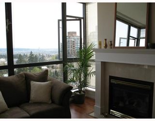 """Photo 4: 1805 6837 STATION HILL Drive in Burnaby: South Slope Condo for sale in """"THE CLARIDGES AT CITY IN THE PARK"""" (Burnaby South)  : MLS®# V703914"""
