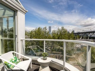 """Photo 7: 407 1551 MARINER Walk in Vancouver: False Creek Condo for sale in """"LAGOONS"""" (Vancouver West)  : MLS®# R2383720"""