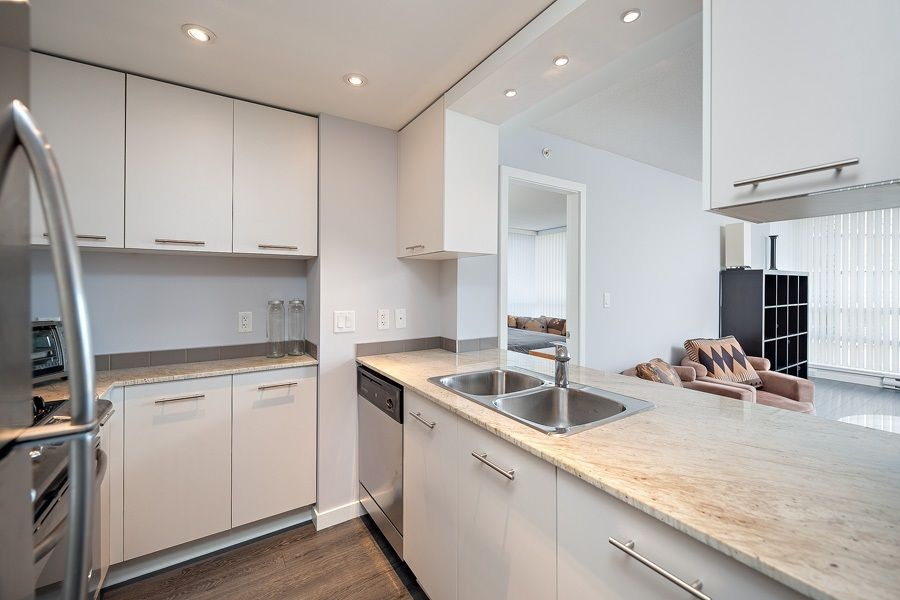 """Photo 4: Photos: 1002 3333 CORVETTE Way in Richmond: West Cambie Condo for sale in """"WALL CENTRE RICHMOND"""" : MLS®# R2054097"""